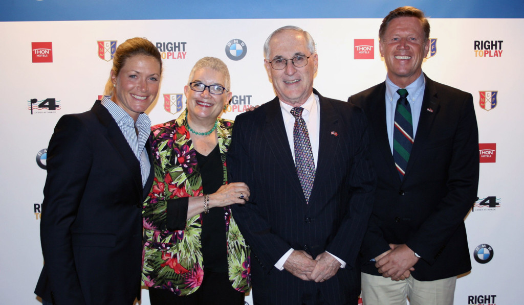 The former U.S. ambassador to Norway, Barry White, took every opportunity to promote U.S. interests in Norway, including educational exchange. Here, with the golf staf Suzann Pettersen, at an event for young Norwegian golf talents wanting to study in the U.S. (Photo: The American Embassy in Oslo)