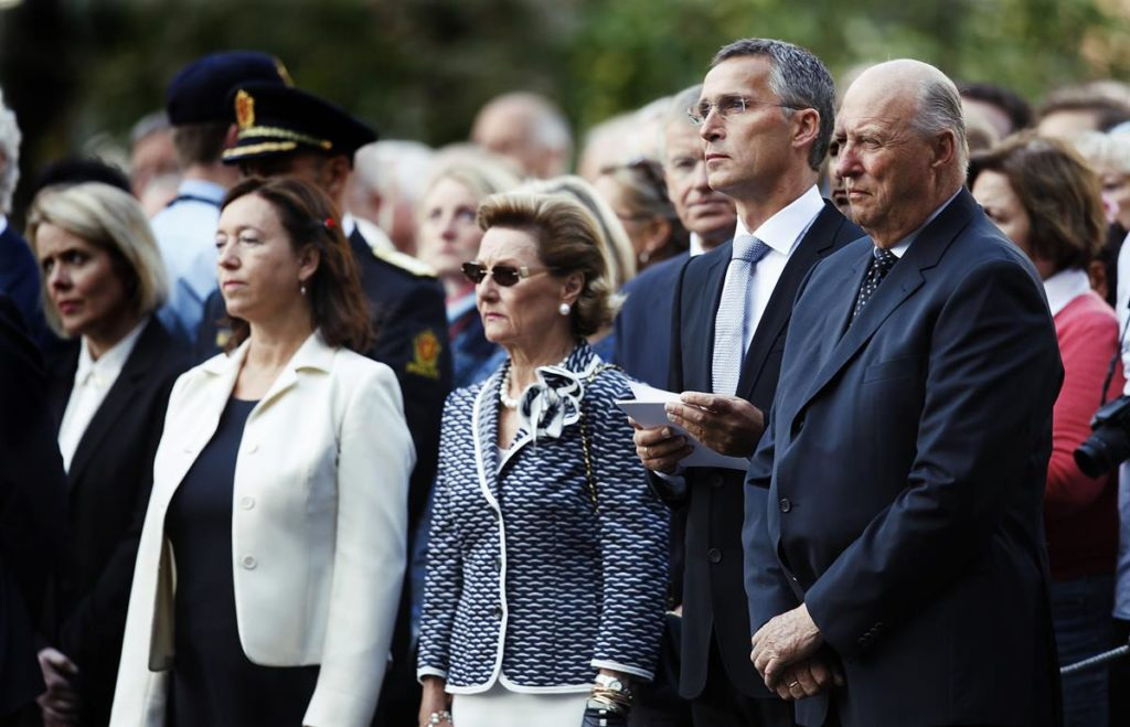 Ingrid Schulerud, Dronning Sonja, Statsminister Jens Stoltenberg og Hans Majestet Kong Harald i Regjeringskvartalet under minnemarkeringen på 1 års dagen for terror angrepet 22 juli 2011 / Ingrid Schulerud, Queen Sonja, Primeminister Jens Stoltenberg and His Majesty King Harald during a ceremony commemorating after the terror in Norway 22th of July 2011