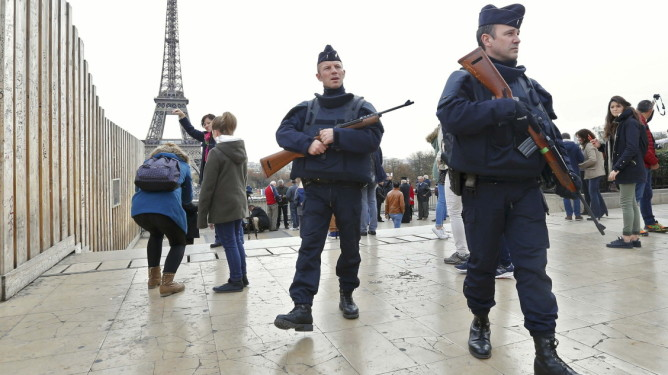 Police patrol near the Eiffel Tower the day after a series of deadly attacks in Paris , November 14, 2015.      REUTERS/Yves Herman      TPX IMAGES OF THE DAY           TPX IMAGES OF THE DAY