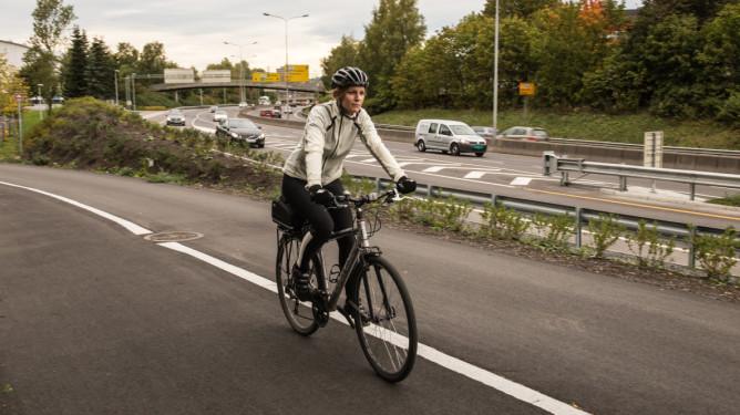 marit på sykkel