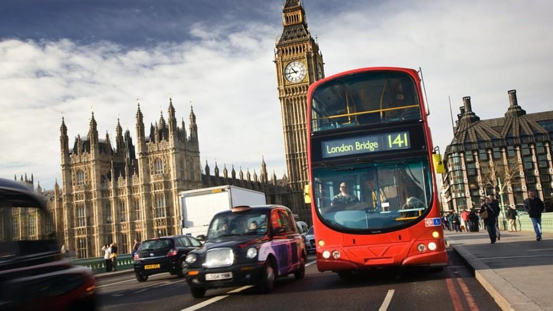Volvo leverte nå i juli sine seks første dobbeltdekkere av en el- og dieselhybrid til London-trafikken. Tilsvarende busser med én etasje ble lansert i Göteborg i mai. *** Local Caption *** Volvo leverte nå i juli sine seks første dobbeltdekkere av en el- og dieselhybrid til London-trafikken. Tilsvarende busser med én etasje ble lansert i Göteborg i mai.