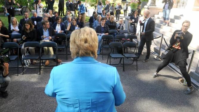 Erna Solberg på sin halvårige pressekonferanse onsdag. (Foto: Terje Pedersen, ANB) *** Local Caption *** 20140618-028