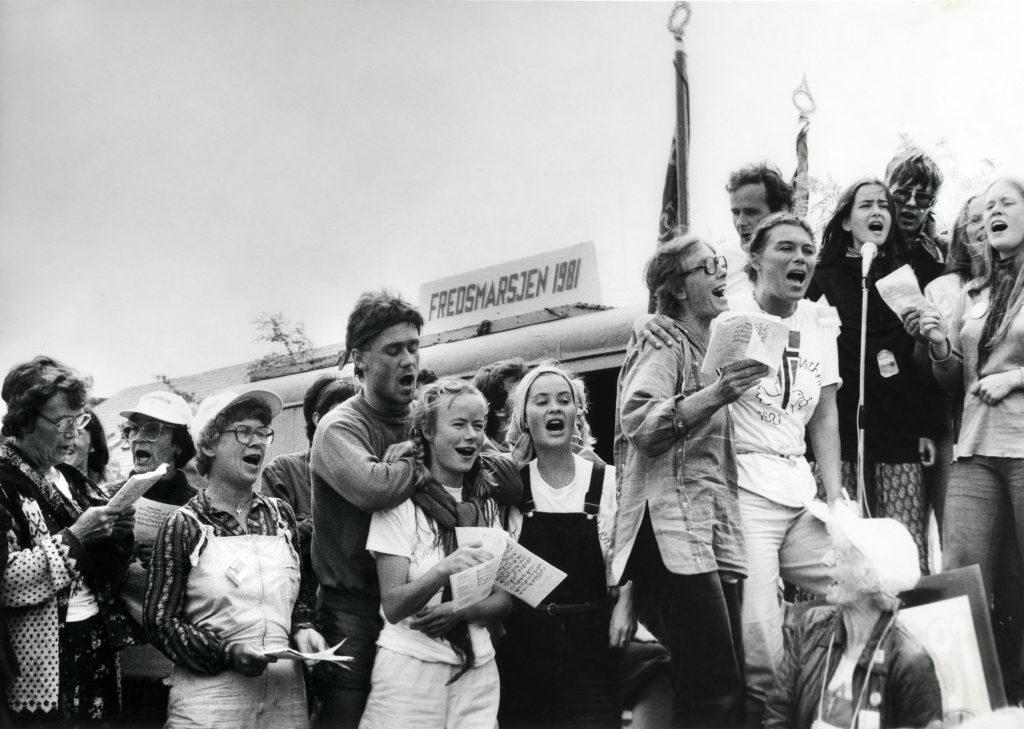 Norske deltagere i Fredsmarsjen 1981. Foto: A. M. Pettersen / Arbeiderbevegelsens arkiv og bibliotek.