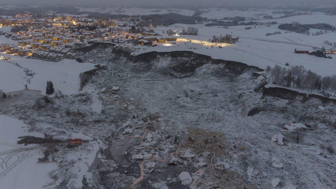 Bilde tatt med drone av området der et stort leirskred ødela flere boliger på Ask i Gjerdrum onsdag 30. desember.