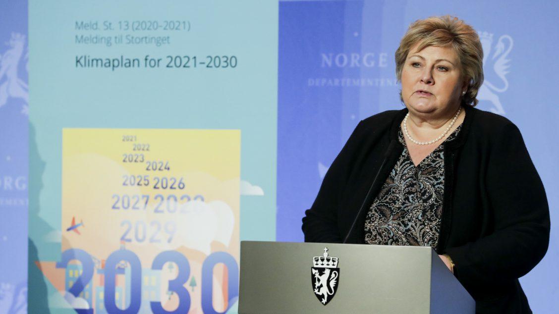 """Oslo 20210108. Statsminister Ernas Solberg (H) under en pressekonferanse der regjeringen legger fram stortingsmeldingen """"Klimaplan for 2021-2030"""""""