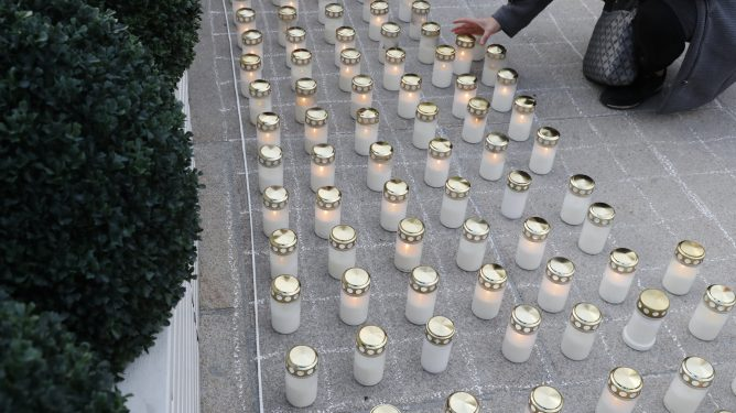 Lysmarkeringen av verdensdagen for selvmordsforebygging på Jernbanetorget i Oslo.